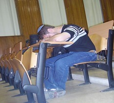 Falling asleep in class by John (https://www.flickr.com/photos/jonatz/524709483/)